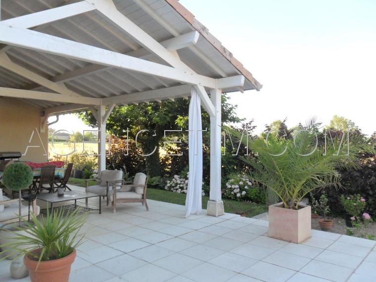 Terrasse couverte maison interesting terrasse couverte for Villa avec terrasse couverte