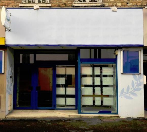 Belle façade avec vitrine