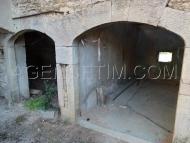 Superbe voutes en pierres taillées pour l'accés aux caves