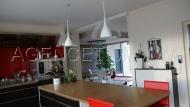 Une cuisine equipée (refaite à neuf en 2011) avec espace repas de 45 m²